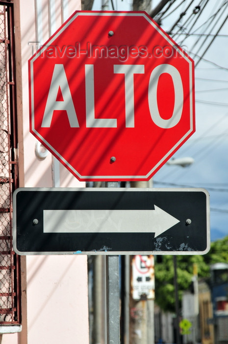 guatemala78: Ciudad de Guatemala / Guatemala city: stop sign in Spanish - 'Alto' - 13a Calle - photo by M.Torres - (c) Travel-Images.com - Stock Photography agency - Image Bank