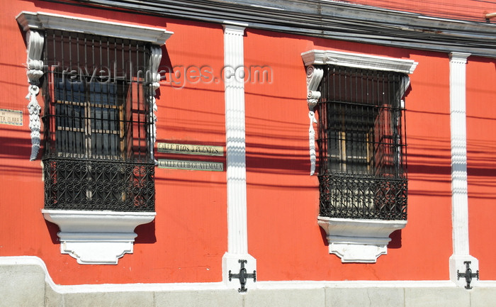 guatemala79: Ciudad de Guatemala / Guatemala city: 13a Calle - red building with caged windows - photo by M.Torres - (c) Travel-Images.com - Stock Photography agency - Image Bank