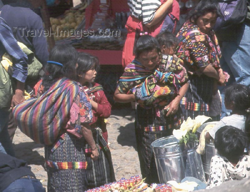 guatemala9: Guatemala - market transaction  Solola market - this town is on the shores of Lake Atitlan (photographer: Mona Sturges) - (c) Travel-Images.com - Stock Photography agency - Image Bank