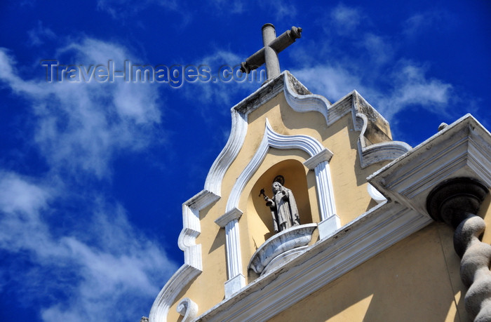 guatemala92: Ciudad de Guatemala / Guatemala city: Santa Clara church - designed by José Sagone e Ibáñez - niche and spiral columns - 6 Av. and 13 Calle - Calle de Santa Clara, zona 1 - photo by M.Torres - (c) Travel-Images.com - Stock Photography agency - Image Bank
