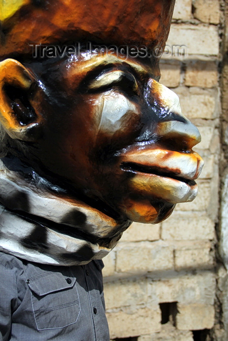 guinea-bissau101: Bissau, Guinea Bissau / Guiné Bissau: Chão de Papel Varela quarter, Carnival masks, profile of man with mask / Bairro 'Chão de Papel Varela', máscaras de Carnaval, preparação, homem com máscara - photo by R.V.Lopes - (c) Travel-Images.com - Stock Photography agency - Image Bank