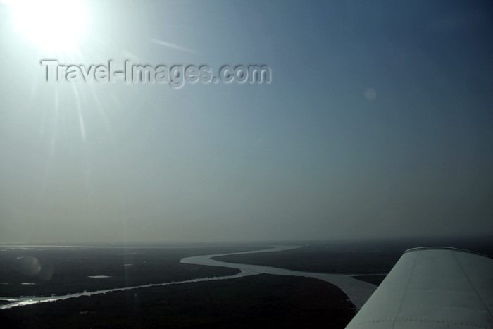 guinea-bissau28: Bissau - Guinea Bissau / Guiné Bissau: aerial view outside Bissau - wing of a Piper PA-28 / avião, vista aérea à saída de Bissau - photo by R.V.Lopes - (c) Travel-Images.com - Stock Photography agency - Image Bank