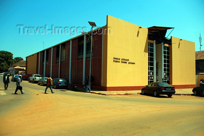 guinea-bissau33: Guinea Bissau / Guiné Bissau - Bissau, Bissau Region: Franco-Guinean Cultural Center / Centro Cultural Franco Guineense - photo by R.V.Lopes - (c) Travel-Images.com - Stock Photography agency - Image Bank