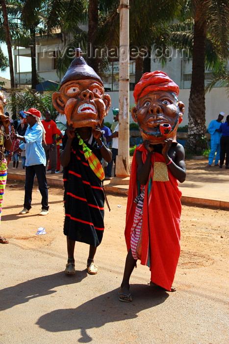 guinea-bissau46: Bissau, Guinea Bissau / Guiné Bissau: Amílcar Cabral Avenue, Carnival, men parading with masks / Avenida Amilcar Cabral, carnaval, homens a desfilar as máscaras - photo by R.V.Lopes - (c) Travel-Images.com - Stock Photography agency - Image Bank
