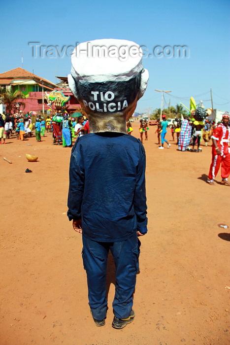 guinea-bissau70: Bissau, Guinea Bissau / Guiné Bissau: 3 de Agosto Avenue, Carnival, parade, mask of a portuguese policeman from the colonial period / Avenida do 3 de Agosto, Carnaval, desfile, máscara polícia português do período colonial - photo by R.V.Lopes - (c) Travel-Images.com - Stock Photography agency - Image Bank