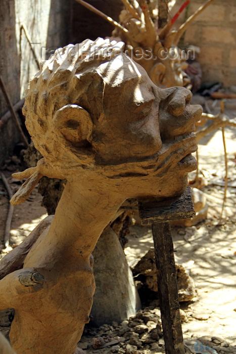 guinea-bissau88: Bissau, Guinea Bissau / Guiné Bissau: Sintra quarter, Carnival masks, preparation, portuguese policeman of colonial period / Bairro 'Sintra', máscaras de carnaval, preparação, polícia português do período colonial - photo by R.V.Lopes - (c) Travel-Images.com - Stock Photography agency - Image Bank