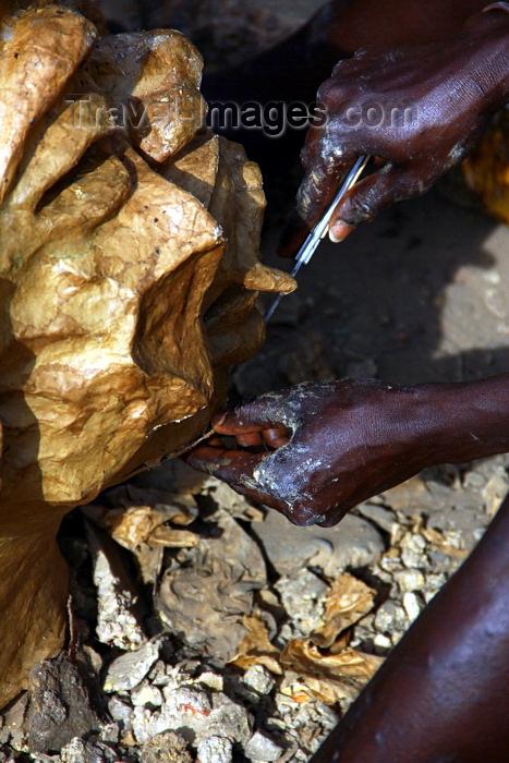 guinea-bissau90: Bissau, Guinea Bissau / Guiné Bissau: Chão de Papel Varela quarter, Carnival Masks, man sculpting a mask of a face / Bairro 'Chão de Papel Varela', máscaras de Carnaval, preparação, homem a esculpir uma máscara de uma cara - photo by R.V.Lopes - (c) Travel-Images.com - Stock Photography agency - Image Bank