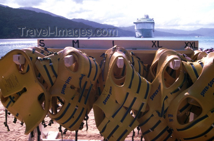 haiti2: Haiti - Labadee: Lifejackets for all sizes - beach resort (photo by Francisca Rigaud) - (c) Travel-Images.com - Stock Photography agency - Image Bank