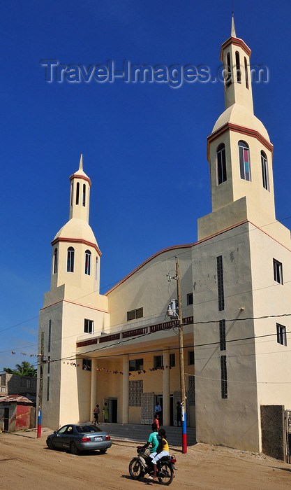 haiti39: Ouanaminthe / Juana Mendez, Nord-Est Department, Haiti: Baptist church - photo by M.Torres - (c) Travel-Images.com - Stock Photography agency - Image Bank