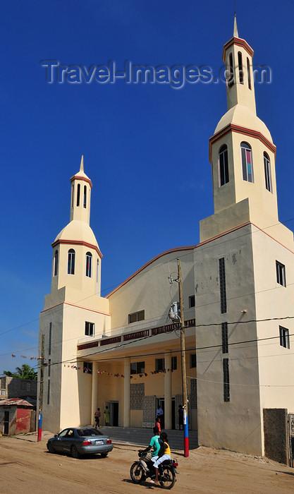 haiti39: Ouanaminthe / Juana Mendez, Nord-Est Department, Haiti: Baptist church - photo by M.Torres - (c) Travel-Images.com - Stock Photography agency - Image Bank