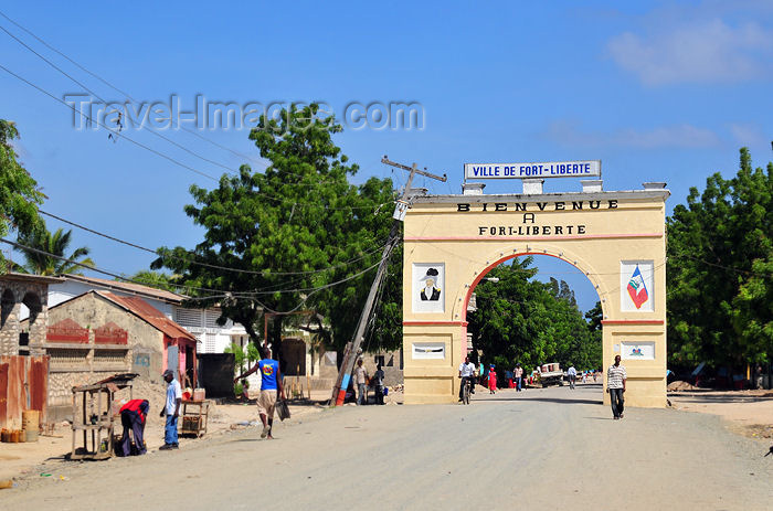 haiti59: Fort-Liberté, Nord-Est Department, Haiti: Triumphal arch at the city's entrance, with a portrait of Toussaint Louverture - La Belle Entrée - photo by M.Torres - (c) Travel-Images.com - Stock Photography agency - Image Bank