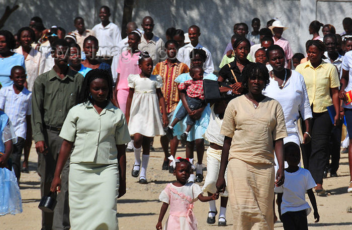 haiti60: Fort-Liberté, Nord-Est Department, Haiti: Sunday scene - people leaving mass - dauphinois et dauphinoises - photo by M.Torres - (c) Travel-Images.com - Stock Photography agency - Image Bank