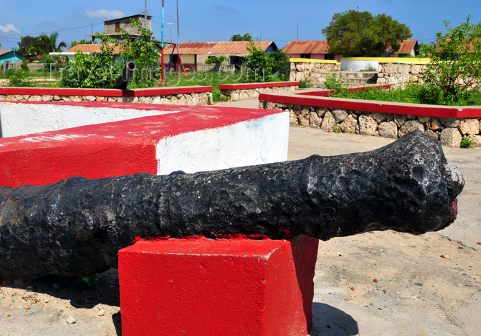 haiti70: Fort-Liberté, Nord-Est Department, Haiti: old French cannon at the Place d'Armes - photo by M.Torres - (c) Travel-Images.com - Stock Photography agency - Image Bank