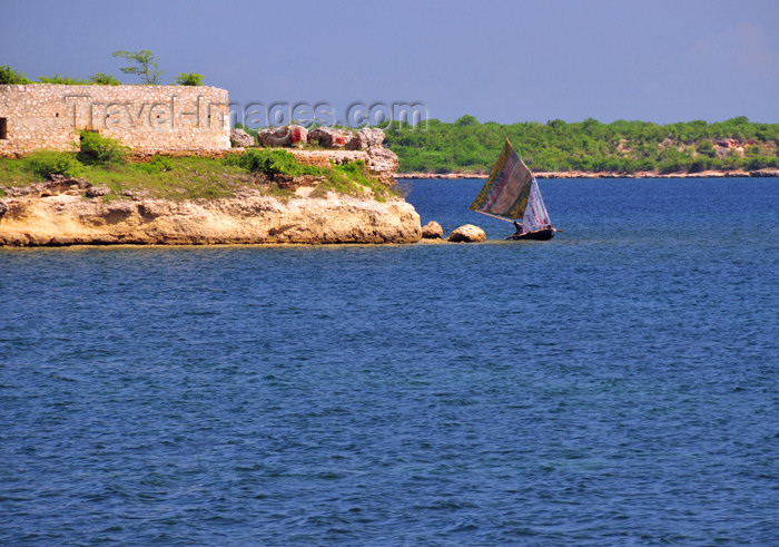 haiti78: Fort-Liberté, Nord-Est Department, Haiti: a fishing boat sails past Fort Dauphin - photo by M.Torres - (c) Travel-Images.com - Stock Photography agency - Image Bank