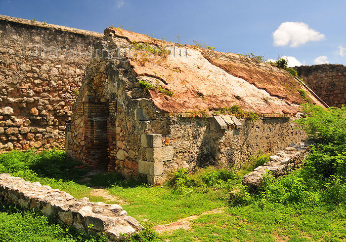 haiti89: Fort-Liberté, Nord-Est Department, Haiti: Fort Dauphin - ruins of the chapel - photo by M.Torres - (c) Travel-Images.com - Stock Photography agency - Image Bank