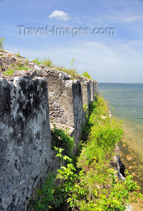 haiti90: Fort-Liberté, Nord-Est Department, Haiti: Fort Dauphin - northern battlement and the bay - crenellation - photo by M.Torres - (c) Travel-Images.com - Stock Photography agency - Image Bank