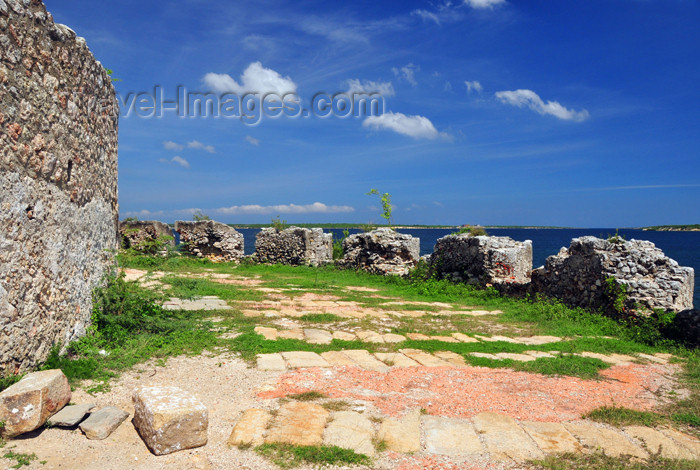 haiti91: Fort-Liberté, Nord-Est Department, Haiti: Fort Dauphin - northern battlement - photo by M.Torres - (c) Travel-Images.com - Stock Photography agency - Image Bank