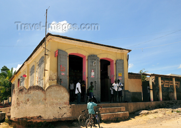 haiti97: Fort-Liberté, Nord-Est Department, Haiti: grocery shop - photo by M.Torres - (c) Travel-Images.com - Stock Photography agency - Image Bank