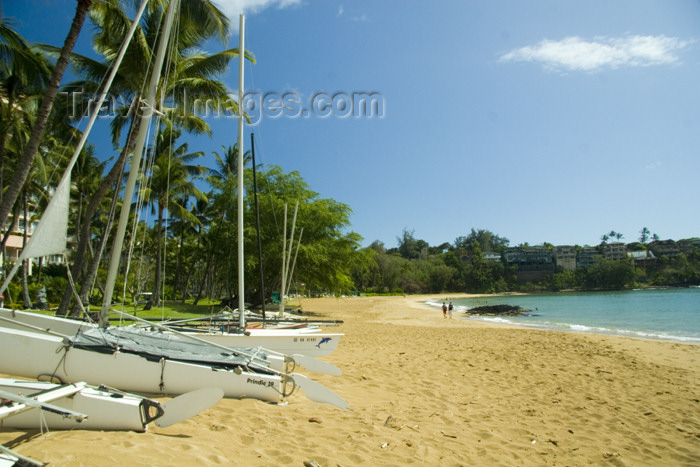 hawaii14: Hawaii - Kauai Island: Nawiliwili Beach: boatson the sand - Hawaiian Islands - photo by D.Smith - (c) Travel-Images.com - Stock Photography agency - Image Bank