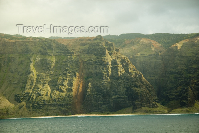 hawaii17: Hawaii - Kauai Island: Na Pali coast: from theOcean - Hawaiian Islands - photo by D.Smith - (c) Travel-Images.com - Stock Photography agency - Image Bank