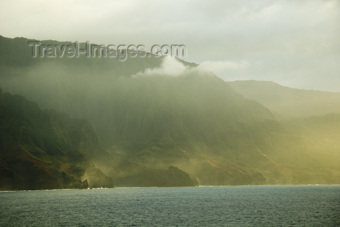 hawaii18: Hawaii - Kauai Island: Na Pali coast: in the mist - Hawaiian Islands - photo by D.Smith - (c) Travel-Images.com - Stock Photography agency - Image Bank