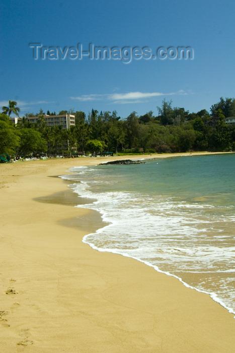 hawaii2: Hawaii - Kauai Island: Nawiliwili Beach: sand andsurf - Hawaiian Islands - photo by D.Smith - (c) Travel-Images.com - Stock Photography agency - Image Bank