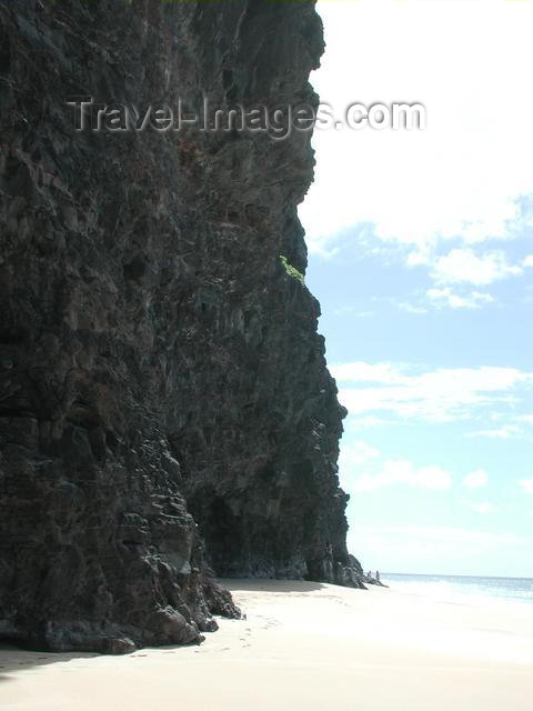 hawaii36: Hawaii - Kauai island: exposed beach caves at the end of Ne Pali trail - photo by P.Soter - (c) Travel-Images.com - Stock Photography agency - Image Bank