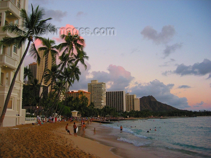 hawaii53: Oahu island - Waikiki beach: at sunset (photo by Rod Eime) - (c) Travel-Images.com - Stock Photography agency - Image Bank