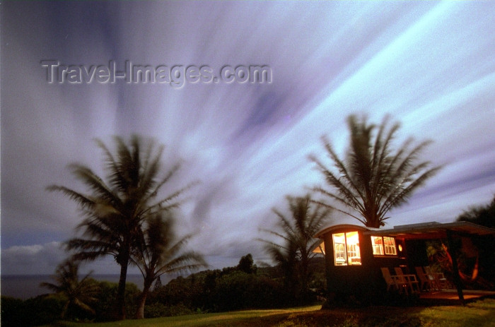 hawaii72: Hawaii - Maui island: Gypsy wagon and sky at night - Photo by G.Friedman - (c) Travel-Images.com - Stock Photography agency - Image Bank