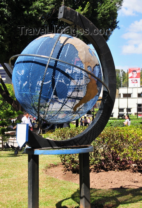 honduras37: Tegucigalpa, Honduras: globe at Parque Central - Plaza Morazán - photo by M.Torres - (c) Travel-Images.com - Stock Photography agency - Image Bank