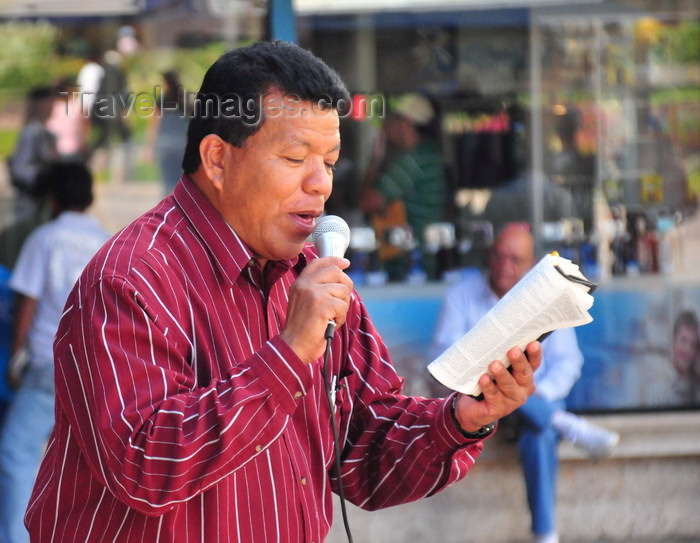 honduras39: Tegucigalpa, Honduras: Parque Central - Plaza Morazán - preacher reading from the Bible - photo by M.Torres - (c) Travel-Images.com - Stock Photography agency - Image Bank