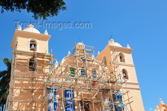 honduras40: Tegucigalpa, Honduras: Metropolitan Cathedral - façade with scaffolding