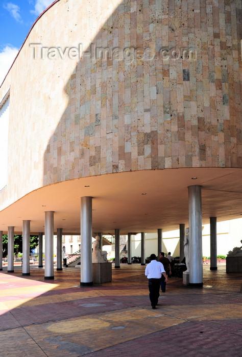 honduras51: Tegucigalpa, Honduras: building on columns - the National Congress - Congreso Nacional - Palacio Legislativo - Parque la Merced - photo by M.Torres - (c) Travel-Images.com - Stock Photography agency - Image Bank