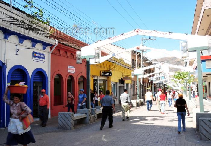 honduras71: Tegucigalpa, Honduras: pedestrian street - Calle Peatonal - Paseo Liquidambar - Av Miguel Paz Barahona - Casco Historico - photo by M.Torres - (c) Travel-Images.com - Stock Photography agency - Image Bank