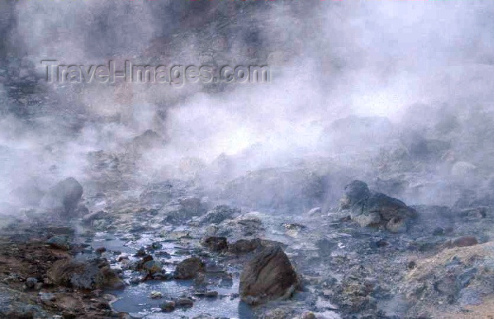 iceland47: Iceland - Geysir: fumaroles / Stoombronnen: - photo by W.Schipper - (c) Travel-Images.com - Stock Photography agency - Image Bank
