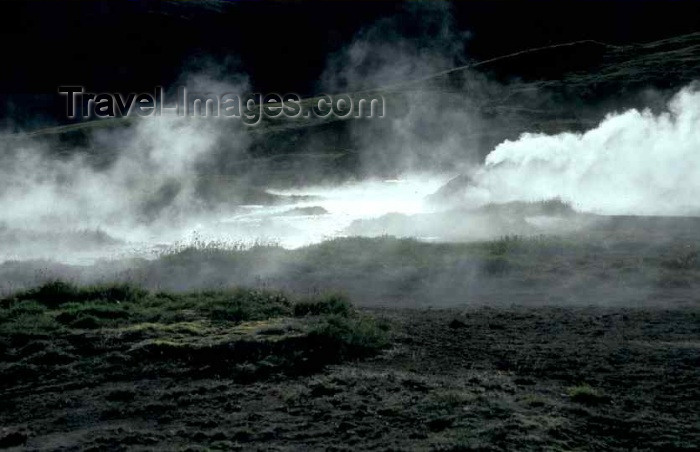 iceland48: Iceland - Geysir: fumaroles - Haukadalur valley / Stoombronnen / fumarolas - photo by W.Schipper - (c) Travel-Images.com - Stock Photography agency - Image Bank