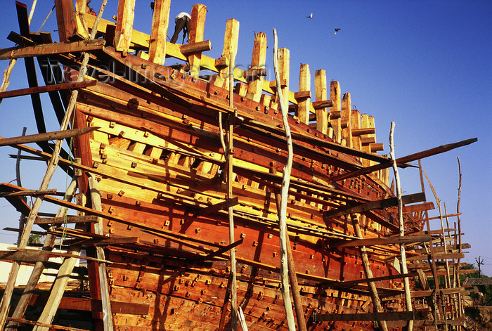 india102: India - Mandvi, Gujarat: wood ship building - photo by E.Petitalot - (c) Travel-Images.com - Stock Photography agency - Image Bank