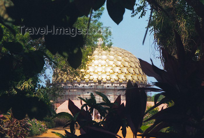 india107: India - Auroville (Tamil Nadu): a golden dome in the jungle - Mother memorial (photo by Miguel Torres) - (c) Travel-Images.com - Stock Photography agency - Image Bank