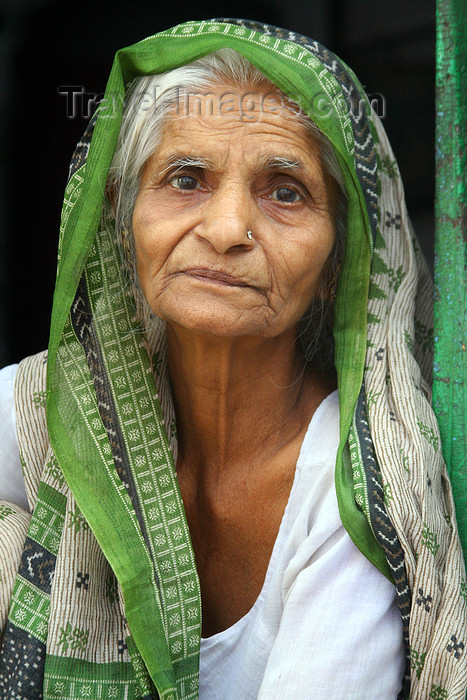 india113: Bundi, Rajasthan, India: elderly woman - photo by M.Wright - (c) Travel-Images.com - Stock Photography agency - Image Bank