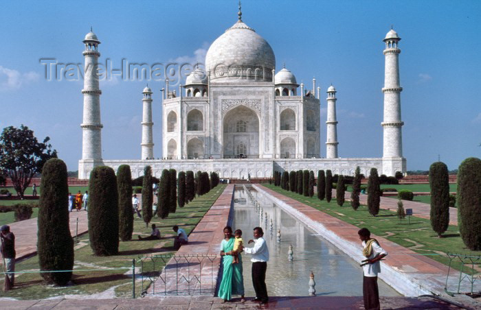 india166: India - Agra (Uttar Pradesh) / AGR: Taj Mahal - classical view (photo by Francisca Rigaud) - (c) Travel-Images.com - Stock Photography agency - Image Bank