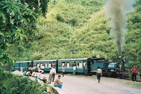 india177: India - Darjeeling (West Bengal): train - Narrow gauge railroad to Sikkim - Unesco world heritage site - photo by J.Kaman - (c) Travel-Images.com - Stock Photography agency - Image Bank