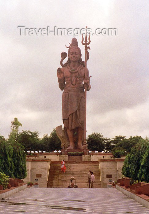 india18: India - Uttar Pradesh state: Road side god - statue of Shiva (photo by Miguel Torres) - (c) Travel-Images.com - Stock Photography agency - Image Bank