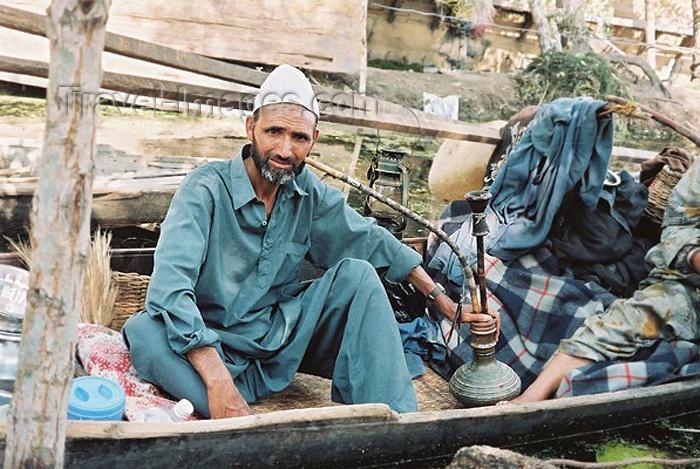india181: India - Srinagar / Shrinagar (Jammu and Kashmir): muslim man with water-pipe - Hookah / nargeela/ nargile /narghile /nargileh / argeela/ arghileh / shisha/sheesha / okka / kalyan / ghelyoon / ghalyan (photo by J.Kaman) - (c) Travel-Images.com - Stock Photography agency - Image Bank