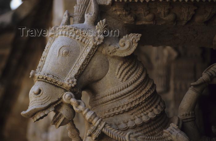 india19: India - Srirangam / Thiruvarangam (Tamil Nadu): horse sculpture  - Sri Ranganathaswamy Temple / Karyatidenplastik - photo by W.Allgöwer - (c) Travel-Images.com - Stock Photography agency - Image Bank