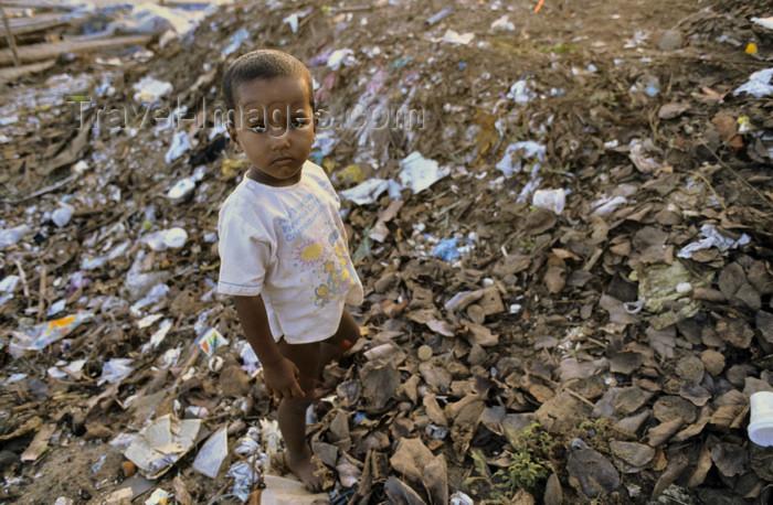 india194: India - Mahabalipuram: street boy - povery - third world - photo by W.Allgöwer - (c) Travel-Images.com - Stock Photography agency - Image Bank