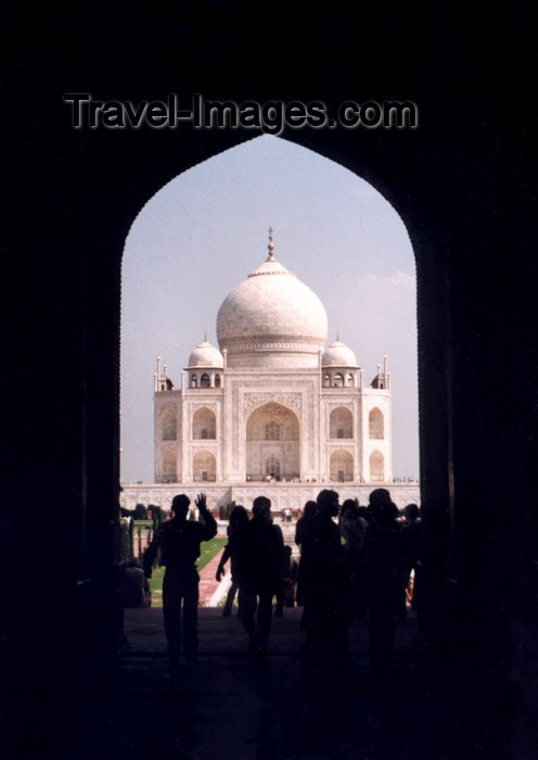 india2: India - Agra (Uttar Pradesh) / AGR : Shadows and light at the Taj Mahal, built by emperor Shah Jahan for his favourite wife Empress Mumtaz Mahal (photo by Miguel Torres) - (c) Travel-Images.com - Stock Photography agency - Image Bank