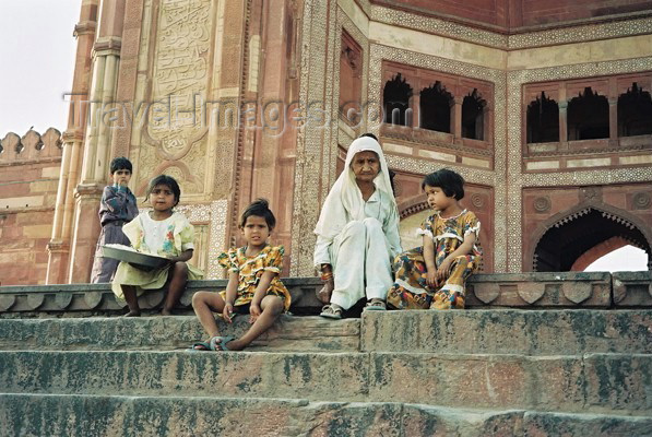india202: India - Fatehpur Sikri: in the mosque's steps - Unesco world heritage site (photo by J.Kaman) - (c) Travel-Images.com - Stock Photography agency - Image Bank