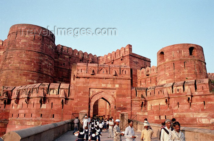 india203: India - Agra: leaving the red fort (photo by J.Kaman) - (c) Travel-Images.com - Stock Photography agency - Image Bank