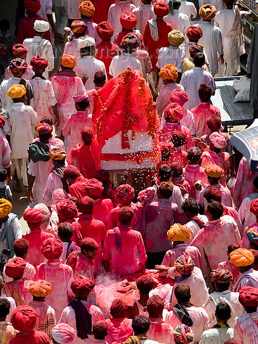 india209: Pushkar, Rajasthan, India: religious procession seen from above - photo by J.Hernández - (c) Travel-Images.com - Stock Photography agency - Image Bank