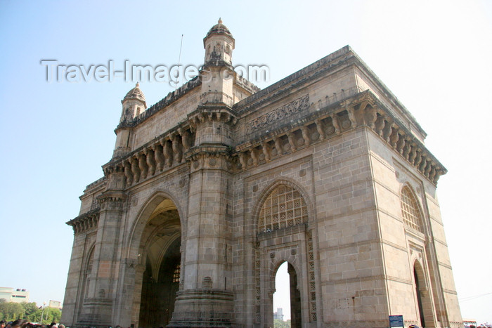 india221: India - Mumbai / Bombay / Bombaim (Maharashtra / Maharastra): Gateway of India - built in basalt and concrete - commemorates the landing in India of King George V - photo by J.Cave - (c) Travel-Images.com - Stock Photography agency - Image Bank